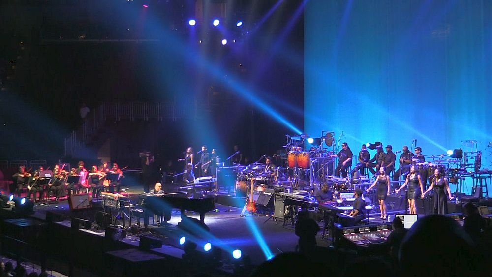 Stevie Wonder - wide shot Louisville Kentucky KFC Yum Center